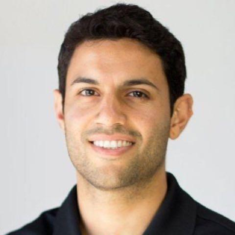 Эмиль Шур отвечает за контент маркетинг и SEO оптимизацию сайта SnackNation – сервиса по доставке здоровых перекусов